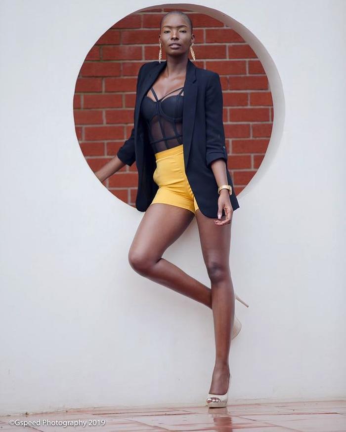 Melba Shakabozha mang vẻ đẹp đặc trưng của những cô gái đến từ lục địa đen với làn da sẫm màu, cùng những đường nét hoang dại, rắn rỏi.