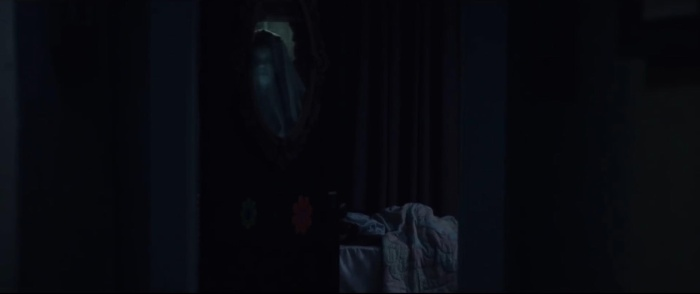 Góc quay u ám cùng hiện linh của La Llorona trong gương sẽ khiến bất cứ ai mất ngủ.