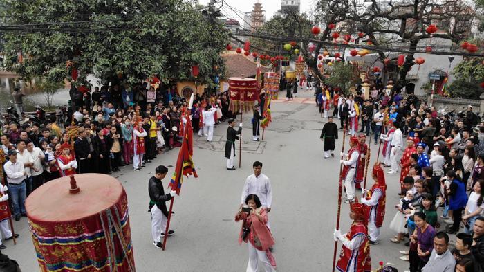 Lễ hội thu hút đông đảo người dân và du khách đến xem.