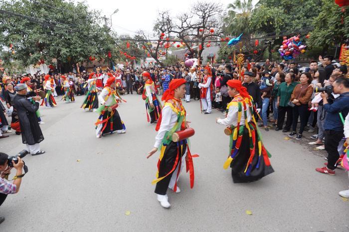 """""""Con đĩ đánh bồng"""" là một trong 10 điệu múa dân gian xưa của đất Thăng Long."""