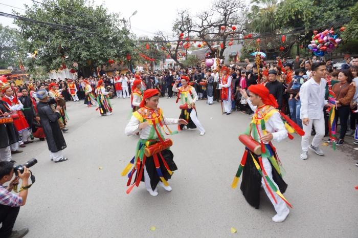 """Đáng chú ý nhất, đặc sắc nhất trong lễ hội tại làng Triều Khúc phải nhắc đến màn múa """"Con đĩ đánh bồng""""."""