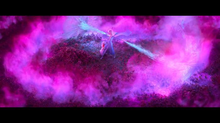 Elsa gắng sức chế ngự đám khói phép màu hồng bí ẩn.