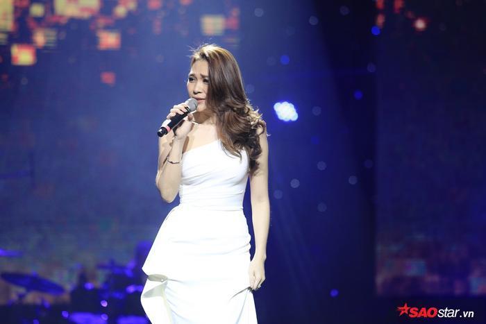 Nữ ca sĩ còn cho biết ca khúc Đời là một giấc mơ được cô bật nghe vào mỗi buổi sáng để thấy thêm yêu đời hơn.