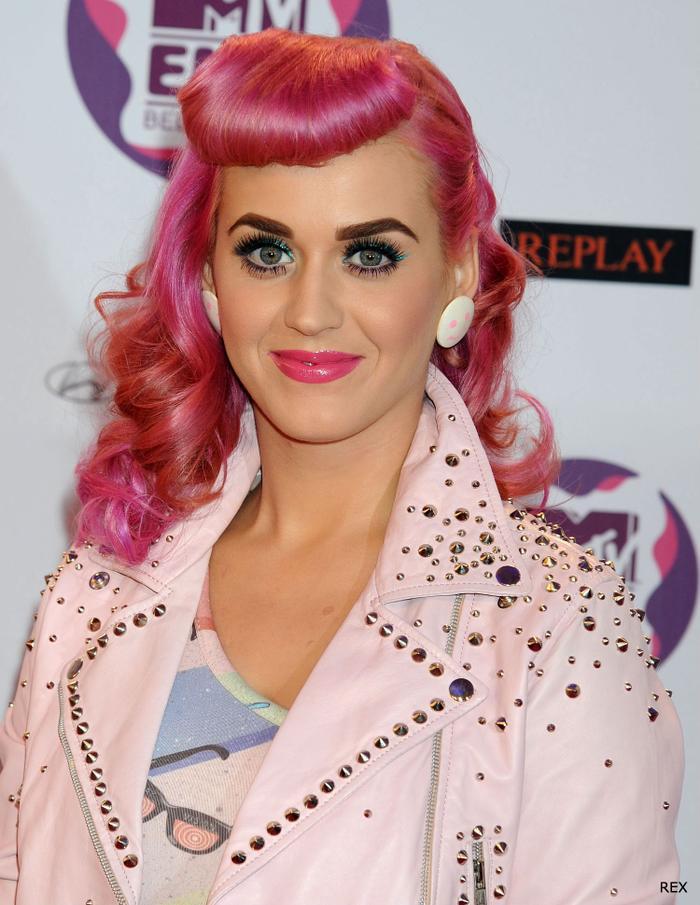 Người ngoài hành tinh, Nữ hoàng Ai Cập và giờ đây là robot: Katy Perry chính là biểu tượng Re-Invention thế hệ mới sau Madonna? ảnh 9