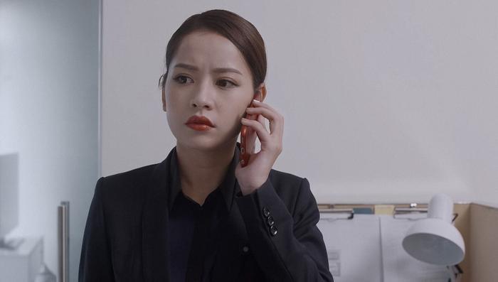Kể cả khi diện style công sở, Hạ Linh vẫn đẹp không tì vết