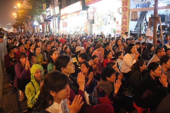 Năm nào đại lễ cầu an ở chùa Phúc Khánh cũng thu hút rất đông người tới dự.