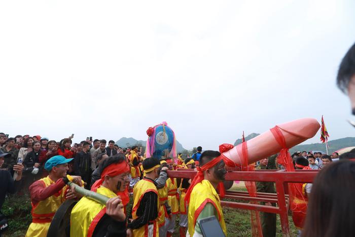 Điểm nổi bật nhất của lễ hội Ná Nhèm là màn rước sinh thực khí nam (Tàng thinh) và sinh thực khí nữ (Mặt nguyệt). Ý nghĩa của việc này là ước mong sinh sôi nảy nở, con cháu đầy đàn.