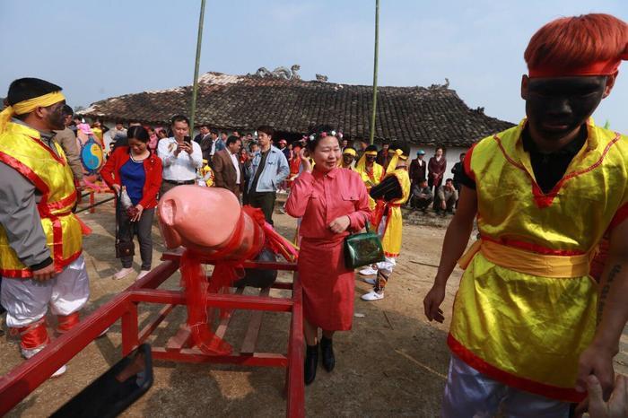 Theo người chế tác Tàng thinh năm nay, độ dài của Tàng thinh khoảng 1m 3, đường kính khoảng 20cm và nặng khoảng 30kg.