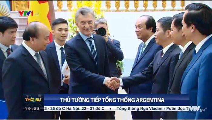 Xuất hiện 'Hà Dĩ Thâm' phiên bản đời thực bên cạnh Tổng thống Argentina khiến dân mạng chao đảo