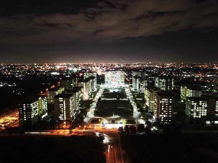 Toàn cảnh KTX khu B về đêm.