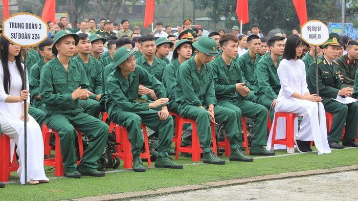 Trong 3.200 thanh niên thực hiện Nghĩa vụ quân sự năm 2019 có 1.020 thanh niên giao cho các đơn vị thuộc Bộ quốc phòng; 2.180 thanh niên giao cho các đơn vị trên địa bàn quân khu 4.