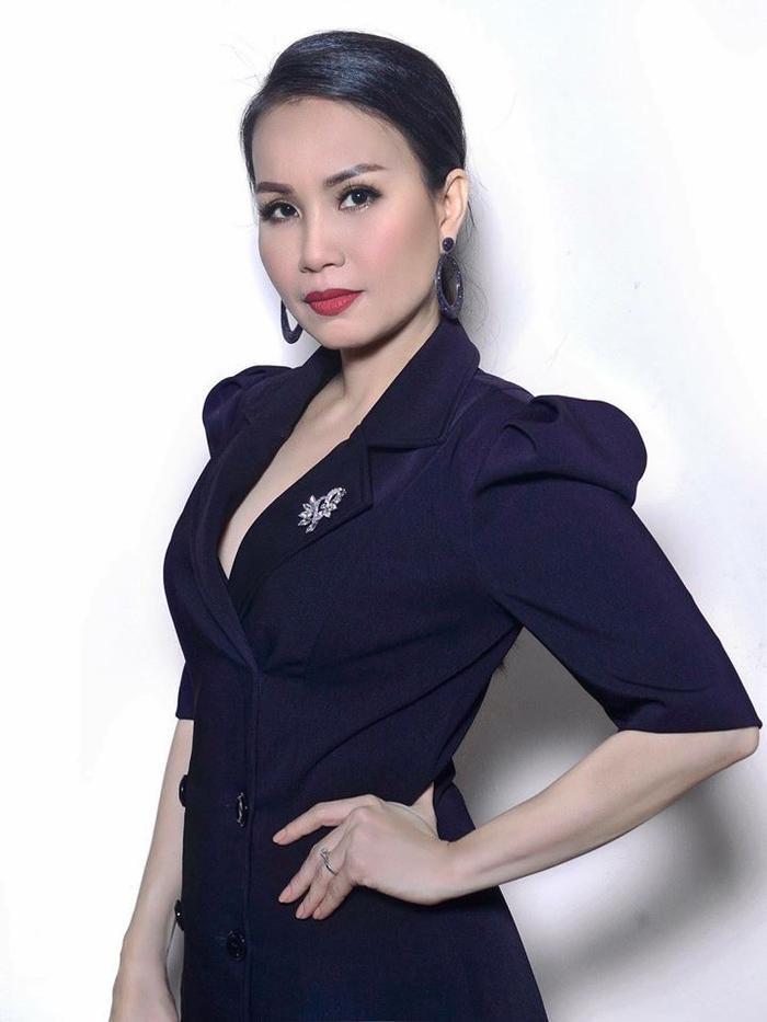 Nữ ca sĩ Cẩm Ly cũng được fan mong mỏi quay lại ghế nóng Thần tượng Bolero.
