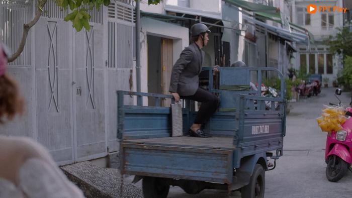 Nam Phong bất đắc dĩ ngồi lên xe ba gác vì tương lai của Her mode