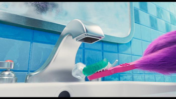 Lấy nước đánh răng cũng khó khăn.