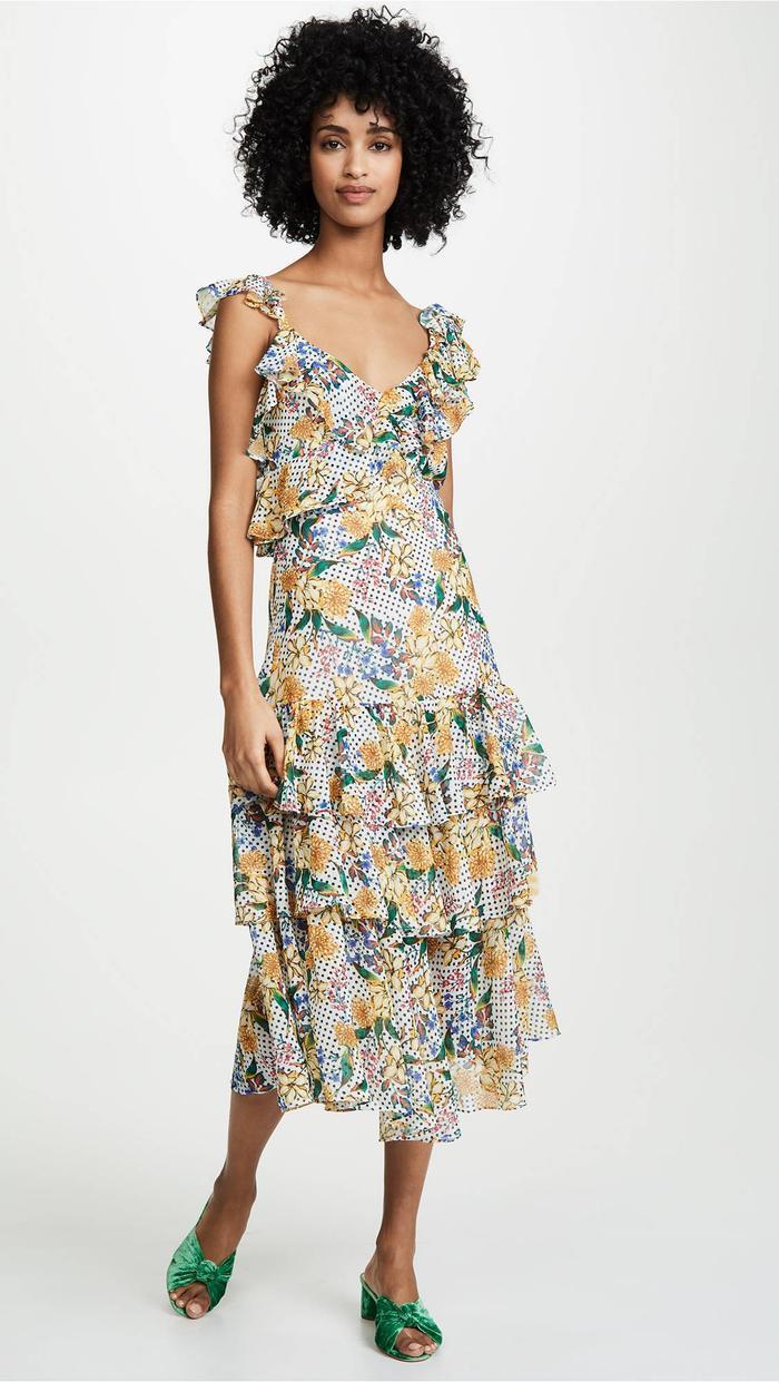 """Chiếc váy bèo nhẹ nhàng in hoa này là một sản phẩm của Marissa Webb. Tuy nhìn đơn giản nhưng nó có mức giá khá """"chát"""" - 698$ - Tầm hơn 16 triệu đồng."""