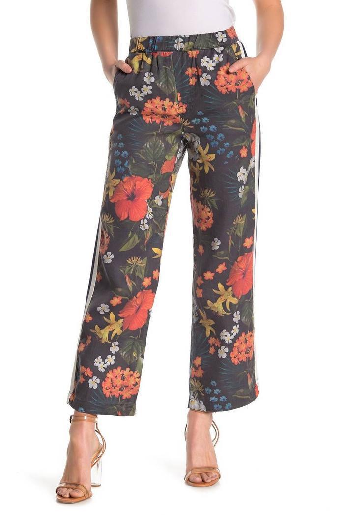 Mẫu quần ống suông rộng, đem lại sự thoải mái cho người mặc của Mother được rao bán với 100$ - 2,3 triệu đồng.