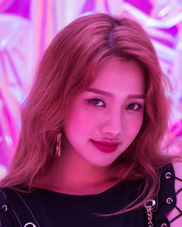 Cô nàng đến từ Việt Nam: Lục Quyên (nghệ danh: Queen).