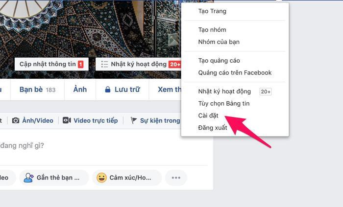Bước 1:Bạn truy cập vào tài khoản Facebook rồi nhấn vàobiểu tượng bánh răng cưabên trên, chọnCài đặttrong danh sách bên dưới.