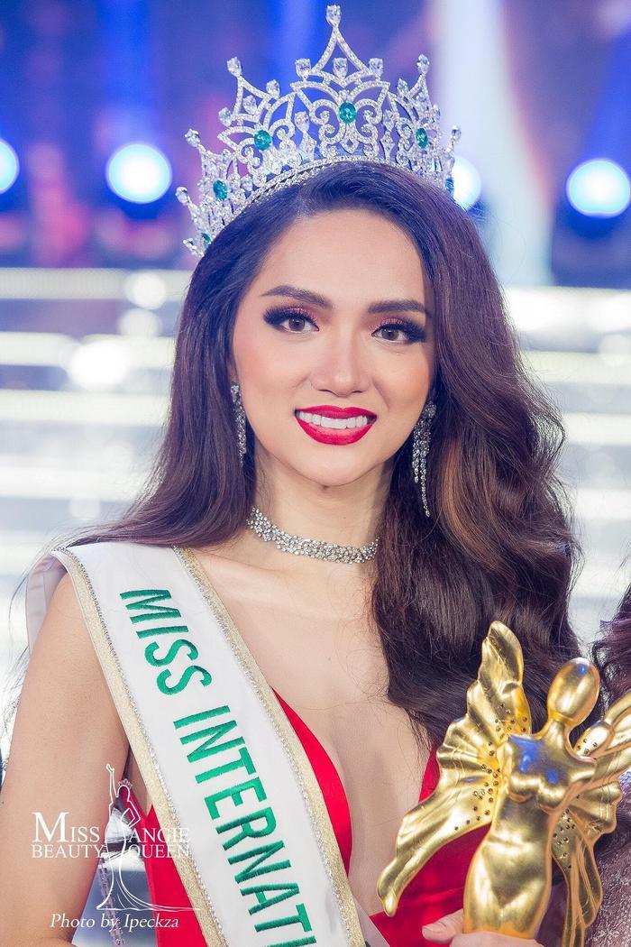 Giải Đồng Hòa âm ánh sáng mùa 3 – Hoa hậu Chuyển giới Quốc tế lần thứ 13 – Hương Giang.