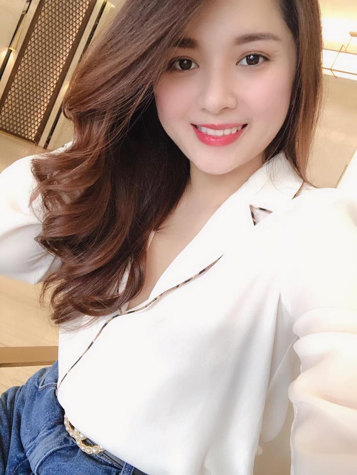 Cô từng tốt nghiệp Đại học Kinh tế Quốc dân Hà Nội