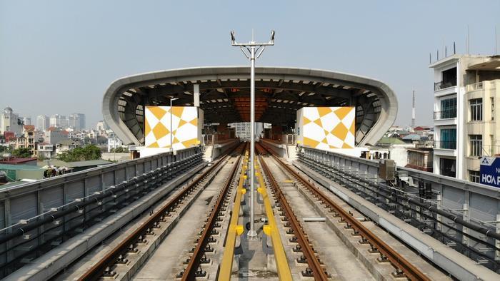 Đường sắt đô thị tuyến Cát Linh - Hà Đông được đưa vào khai thác thương mại.