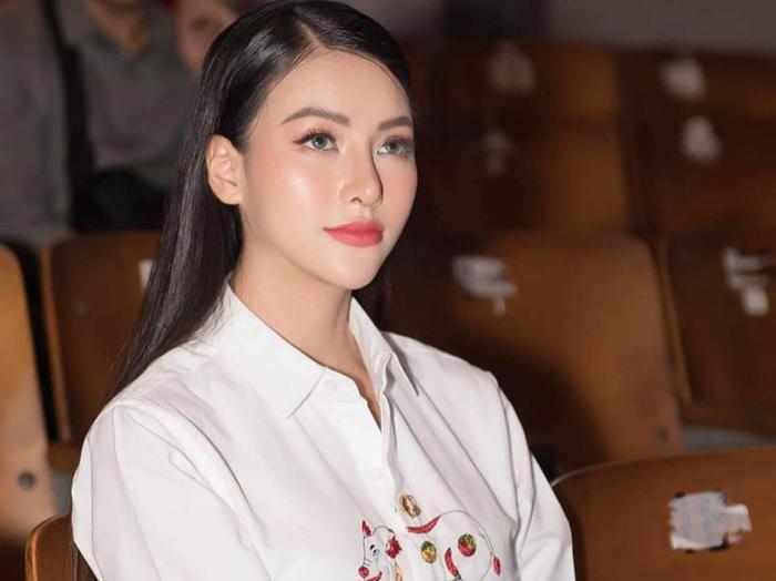 Không cầu kỳ váy áo, nhưng Phương Khánh vẫn rất thu hút.