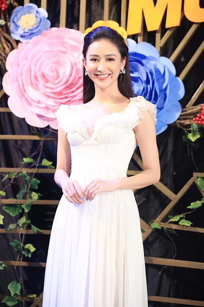 Những hình ảnh mới của Khánh được fan nhan sắc cho rằng giống với Hà Thu.
