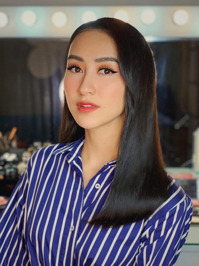 Á hậu cũng sở hữu chiếc mũi cao thanh, đôi mắt to giống với hình ảnh mới mà Phương Khánh vừa đăng tải.