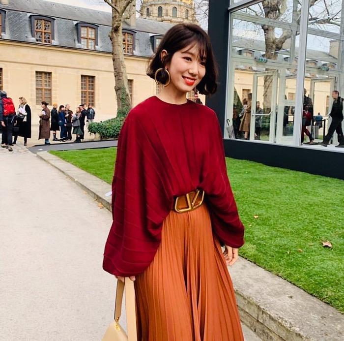 Park Shin Hye đẹp ngoạn mục tại show thời trang Valentino  Cha Eunwoo ăn sôcôla suốt kì thi thời học sinh ảnh 6