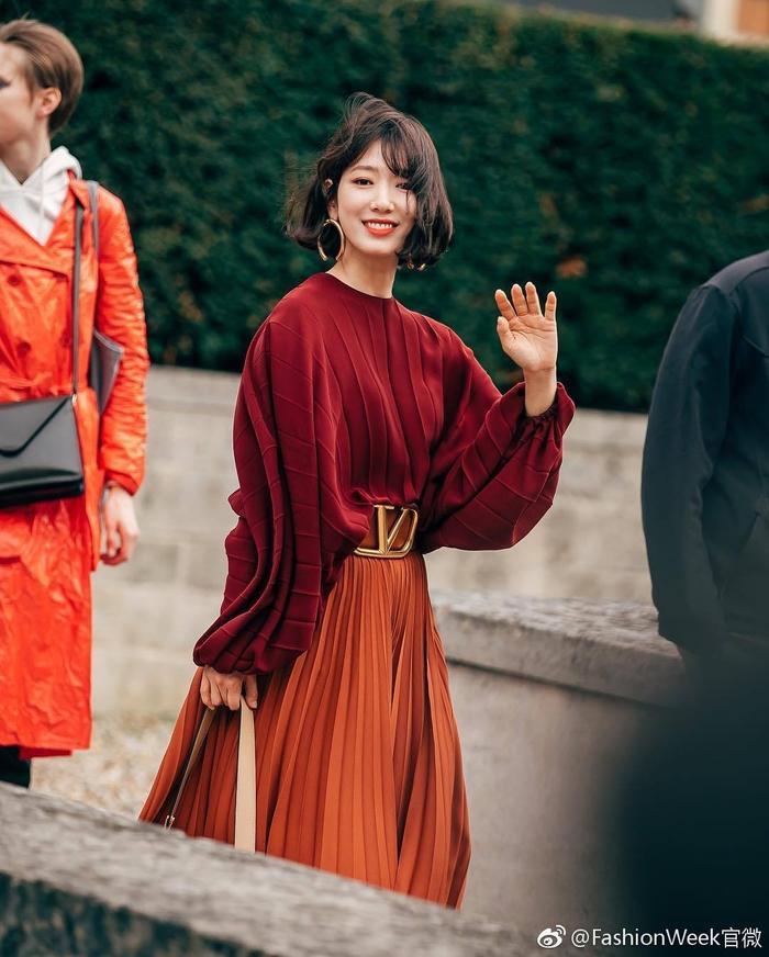 Park Shin Hye đẹp ngoạn mục tại show thời trang Valentino  Cha Eunwoo ăn sôcôla suốt kì thi thời học sinh ảnh 8
