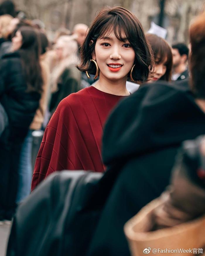 Park Shin Hye đẹp ngoạn mục tại show thời trang Valentino  Cha Eunwoo ăn sôcôla suốt kì thi thời học sinh ảnh 9