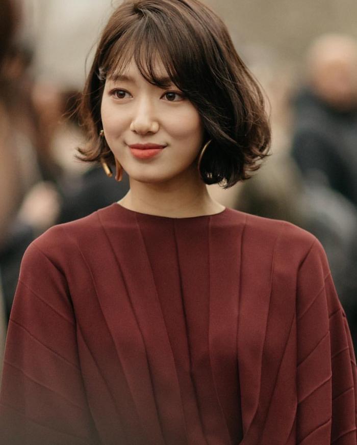 Park Shin Hye đẹp ngoạn mục tại show thời trang Valentino  Cha Eunwoo ăn sôcôla suốt kì thi thời học sinh ảnh 11