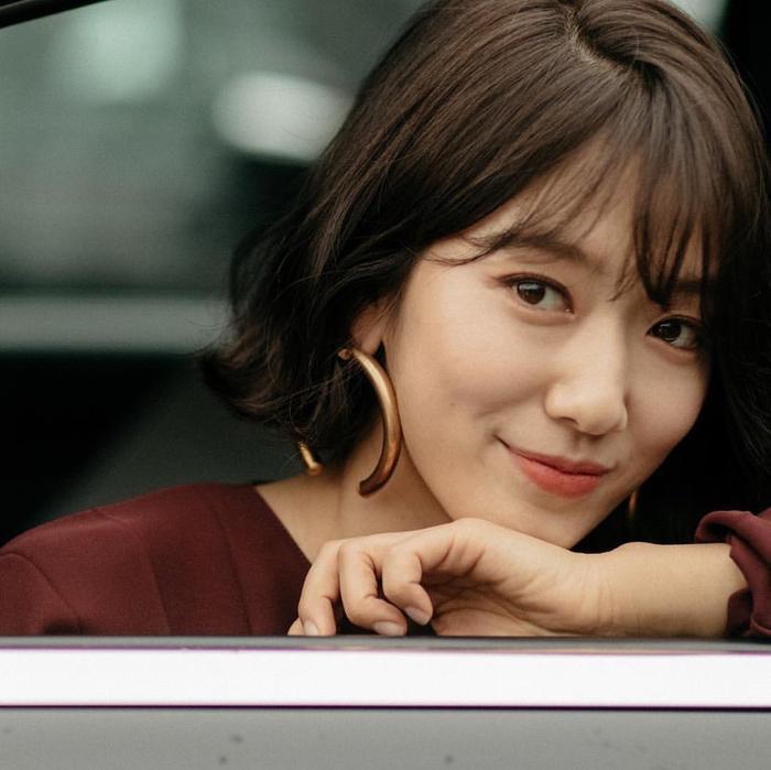 Park Shin Hye đẹp ngoạn mục tại show thời trang Valentino  Cha Eunwoo ăn sôcôla suốt kì thi thời học sinh ảnh 13