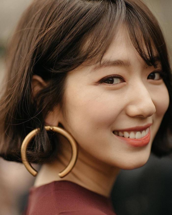 Park Shin Hye đẹp ngoạn mục tại show thời trang Valentino  Cha Eunwoo ăn sôcôla suốt kì thi thời học sinh ảnh 14
