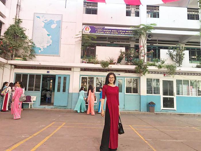 Xuân đang thực tập tại trường THPT Nguyễn Đức Trọng, cũng chính là nơi cô từng học cấp 3 ngày xưa.