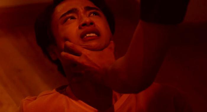 Tập 10 'Hoán đổi thanh xuân': Vừa cạch mặt em trai mưa, Xuân Hùng phát điên vì Kang Phạm dám tình tứ bên trai lạ