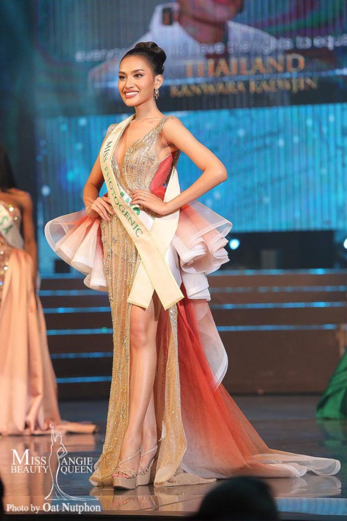 Cô nàng cũng là một nhân tố sáng giá cho ngôi vị Hoa hậu từ đầu cuộc thi