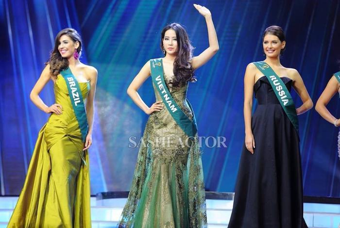 Nam Em tại Miss Earth 2016 với thành tích Top 8