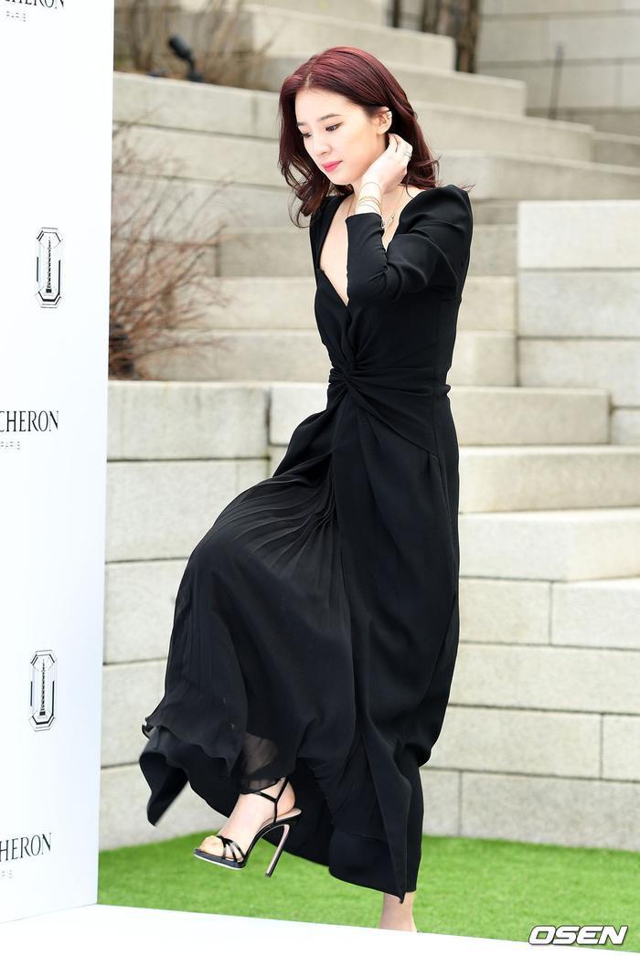 Sulli sang chảnh quyến rũ, đọ sắc với mỹ nhân 41 tuổi  Kim Ha Neul, khán giả Hàn nói gì? ảnh 17