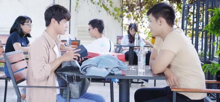 'Hoán đổi thanh xuân' tập 11: Vừa bị Xuân Hùng 'cưỡng hôn', Kang Phạm lại bị 'hội bánh bèo' hãm hại