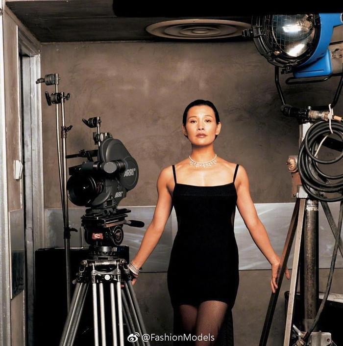 Những nữ minh tinh Trung Quốc xuất hiện trên tạp chí Vogue (Mỹ) được khen gợi đẹp như tranh ảnh 7