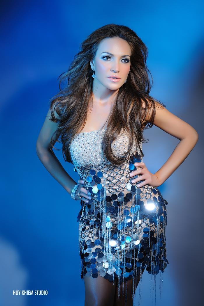 Nổi tiếng bởi những bản tình ca vượt thời gian, với chất giọng đẹp đầy nội lực, Thanh Hà được mệnh danh là Jennifer Lopez của người Việt.
