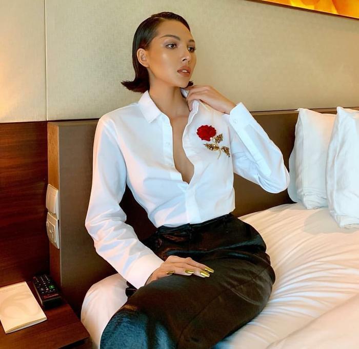 Buông cúc ngực: Khánh Linh e ấp ngọt ngào nhưng Đào Bá Lộc thì 'thả hết cả vốn liếng'