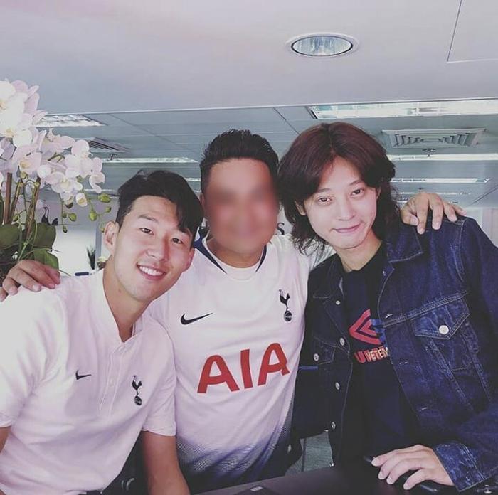 Son Heung-min có mối quan hệ khá thân thiết với Jung Joon Young.