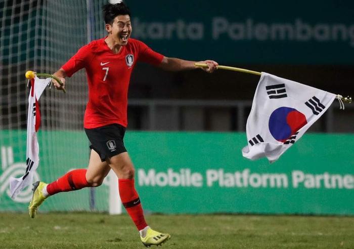 Son Heung-min đang về tập trung cùng ĐT Hàn Quốc.