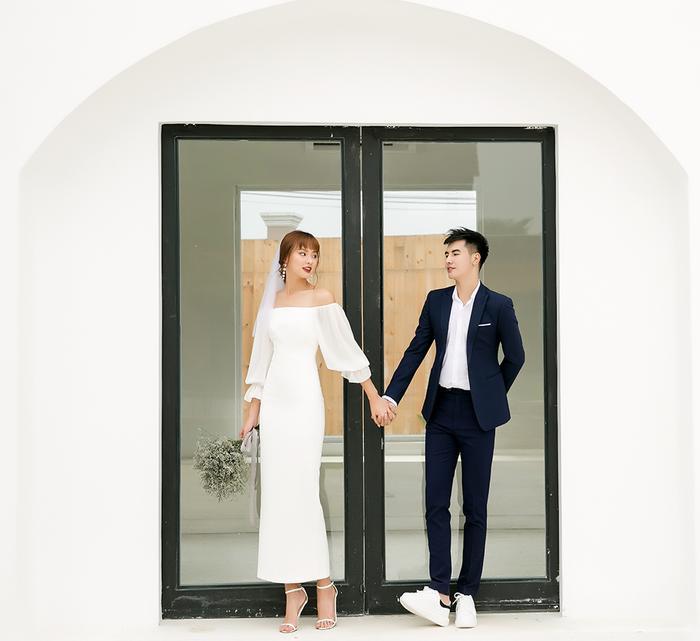 Váy cưới minimalist toát lên vẻ sang trọng, tinh tế nhờ sự chỉn chu từ chất liệu đến phom dáng.