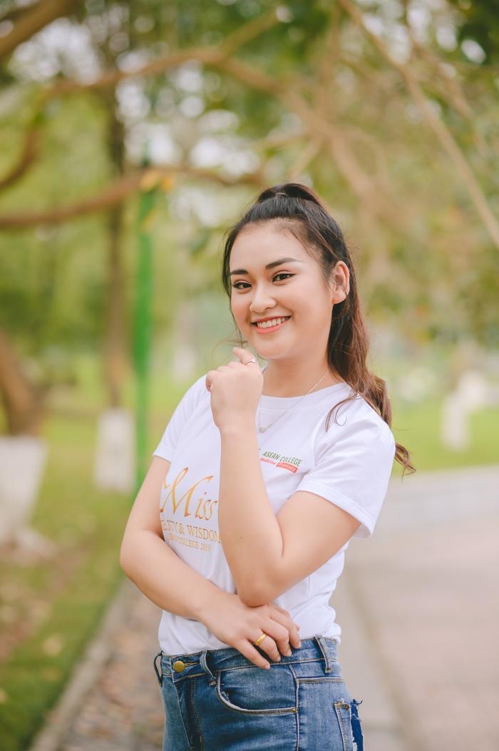 Nithiphone Sayalath (MA11), một đại diện đến từ Lào. Nithiphone luôn thể hiện tình yêu với đất nước Việt Nam và ngôi trường mình theo học.