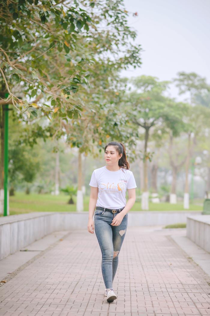 Cũng là một du học sinh đến từ Lào, thí sinh Sengphachanh Inthalangsy (MA13) khoe nhan sắc tuổi đôi mươi tươi xinh, rạng rỡ.