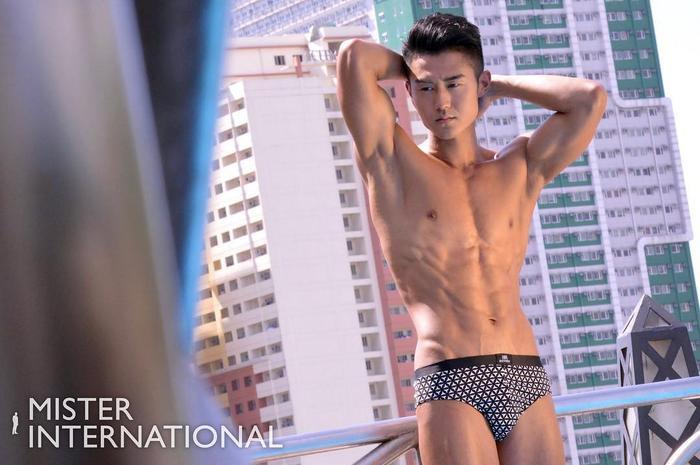 Tsuyoshi Takimura mang vẻ đẹp đặc trưng của những chàng trai Nhật Bản.