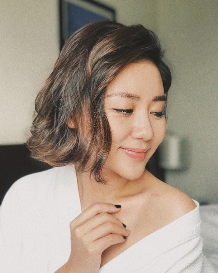Văn Mai Hương chưa từng lên tiếng thừa nhận PTTM, tuy nhiên người hâm mộ vẫn nghi ngờ rằng cô đã lựa chọn phương pháp độn cằm để có gương mặt cân đối như bây giờ.